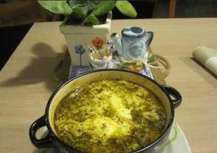 درست کردن اشکنه با تخم مرغ یک غذای سنتی ایرانی
