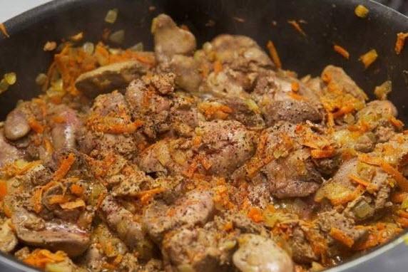پخت خوراک جغور بغور با استفاده از دل و جگر گوسفند