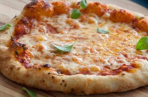 چگونه یک خمیر پیتزا ایتالیایی اصیل درست کنیم؟