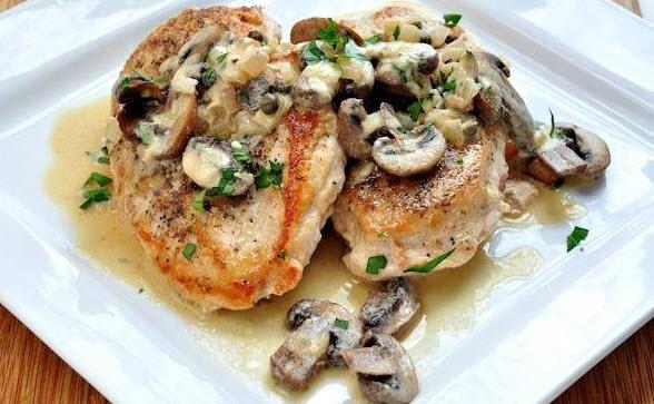 دستور پخت خوراک مرغ با سس قارچ و خامه همراه با سیر