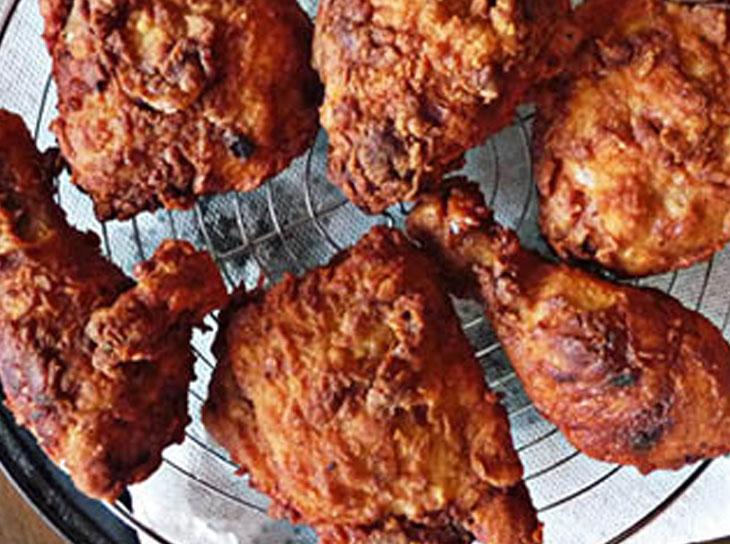 پخت مرغ سوخاری با باترمیلک با استفاده از مریم گلی