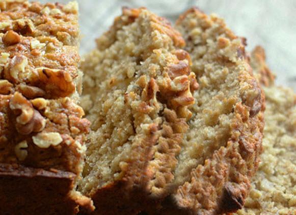 پخت نان موزی با گردو و عسل وخوش عطر کردن آن با دارچین