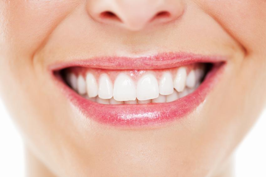 سفید کردن دندان ها با این راههای فوق العاده
