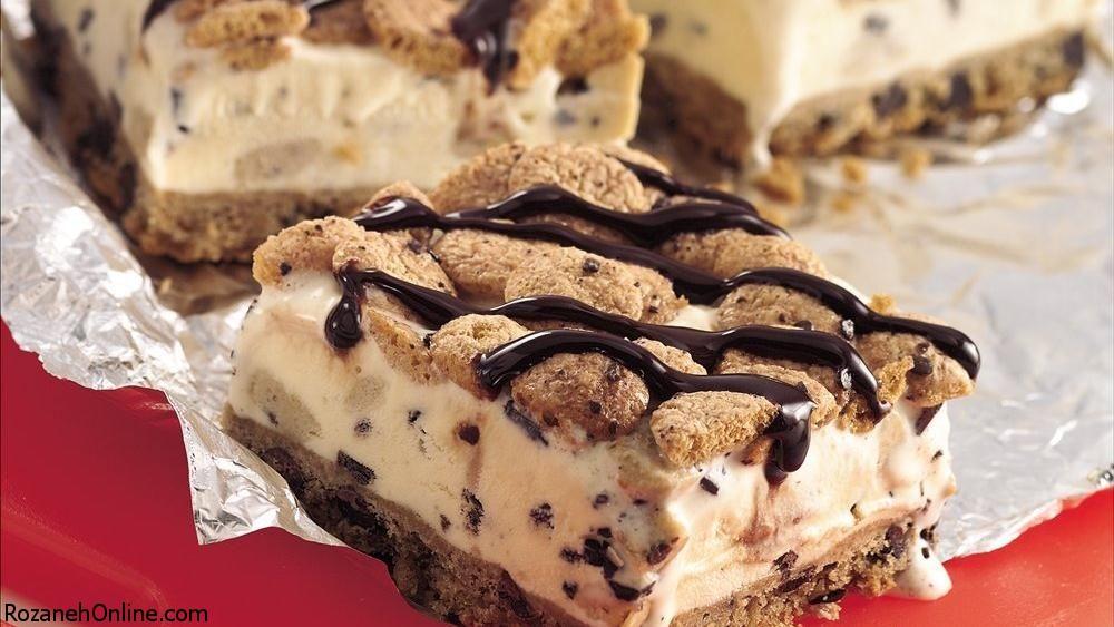 طرز تهیه کیک بستنی بیسکویتی همراه با تزیین مربایی