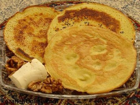 طرز تهیه نان رژیمی همراه با گردو و ماست چکیده