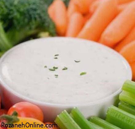 طرز تهیه سس سبزیجات با ماست همراه با سبزیجات معطر