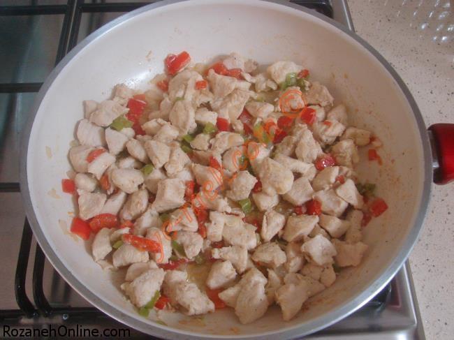 خوراک مرغ با پوره سیب زمینی در فر