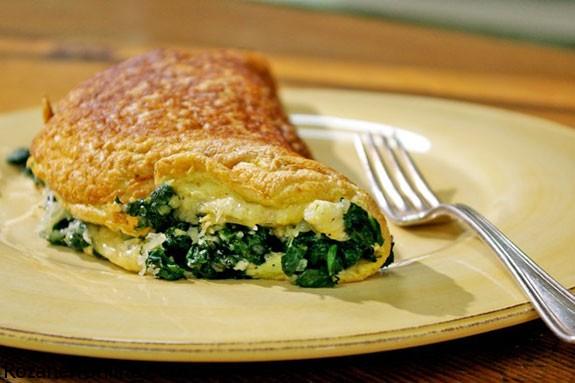 طرز تهیه املت صبحانه همراه با پنیر چدار