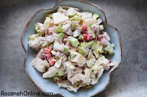 دستور پخت سالاد مرغ و سبزیجات همراه با کرفس و زیتون