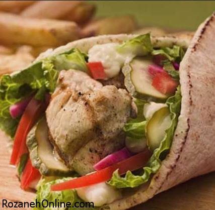 دستور تهیه شاورمای مرغ همراه با سس مخصوص آن
