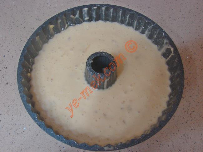 آموزش تصویری کیک گردویی با شکلات دانه ای