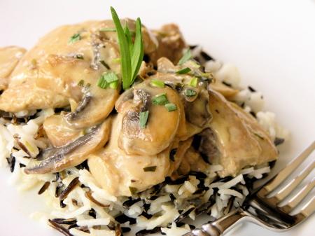 پخت چیکن کوردن بلو با سس قارچ همراه با ژامبون