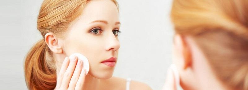 اهمیت استفاده از پاک کننده آرایشی