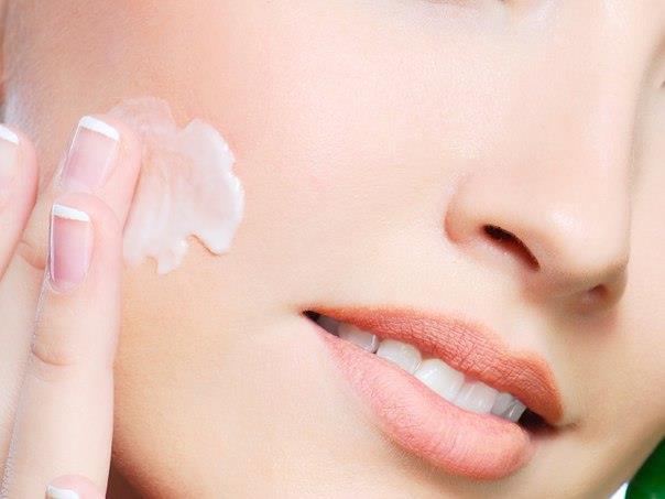 افزایش درخشندگی پوست با کرم برنزه کننده