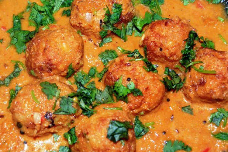 نحوه پخت کوفته مرغ با سس تند همراه با برنج نیم پز