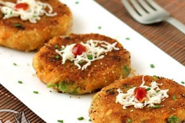 طرز تهیه کتلت سبزیجات با سس زنجبیل و کنجد