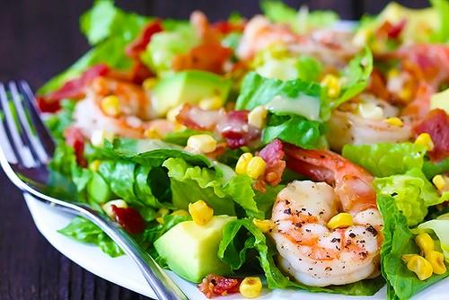 تهیه ميگو و كاهو بريان یک غذای دریایی بسیار خوشمزه