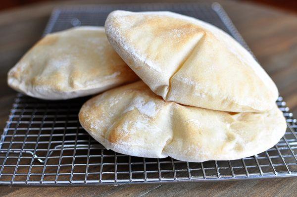 روش پخت نان پیتا با استفاده از بهبود دهنده