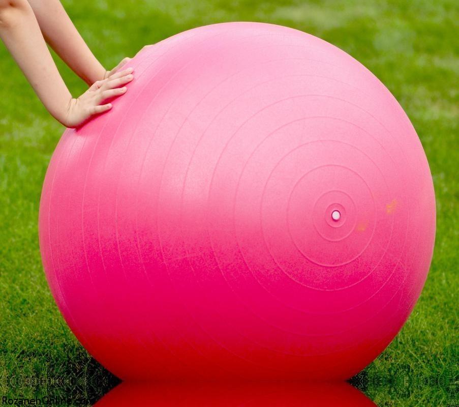 آشنایی با کرانچ شکم روی توپ در دوران بارداری