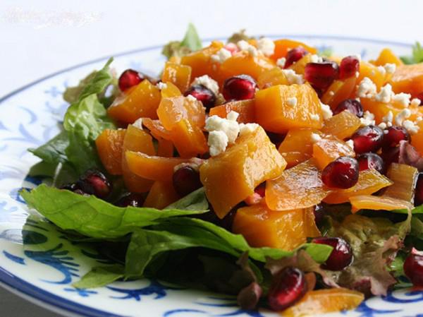 سالاد کدو حلوایی و انار را با پنیر فتا خوشمزه تر کنید!
