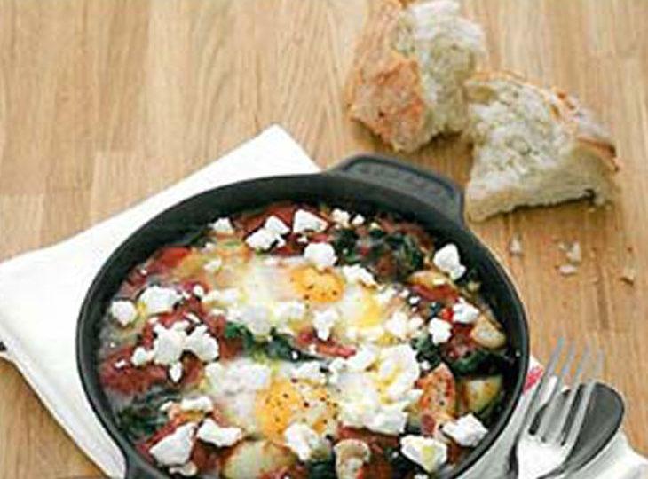 تهیه تخم مرغ پخته با اسفناج یک صبحانه بسیار مقوی