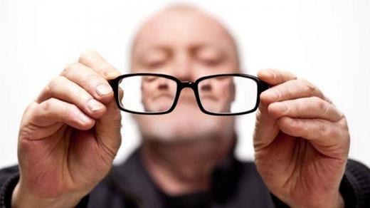 ابتلای سالمندان به مشکلات بینایی