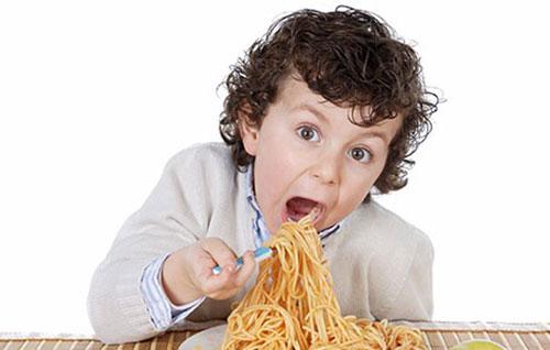 زیاده روی در غذاخوردن توسط کودکان