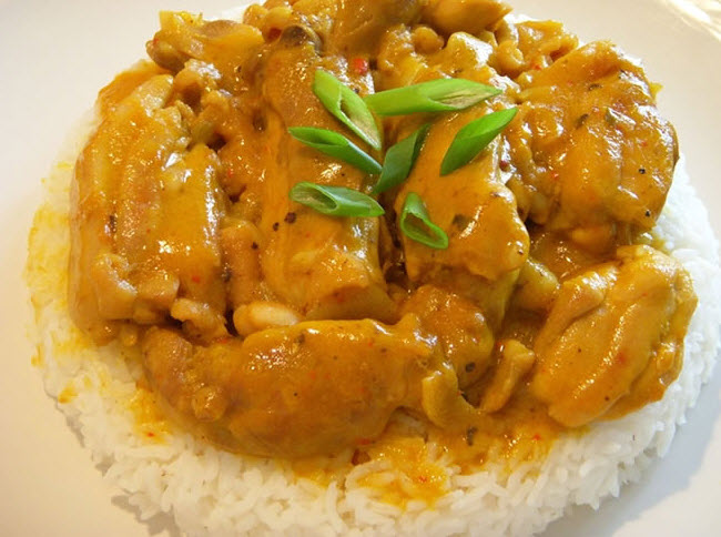 دستور تهیه خورش کاری مرغ یک غذای سنتی هندی