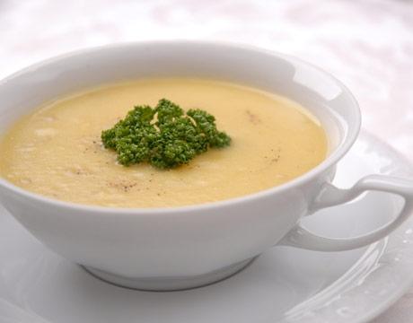 دستور پخت سوپ سبزیجات و خامه با استفاده از آب مرغ
