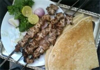 درست کردن کباب کنجه لاری با استفاده از گوشت فیله و ماست