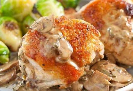 چگونه خوراک قارچ و مرغ را ویژه عصرانه در فر درست کنیم؟