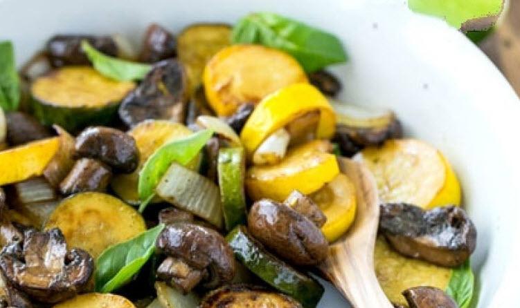 پخت خوراک کدو سبز و قارچ و آماده کردن آن در فر