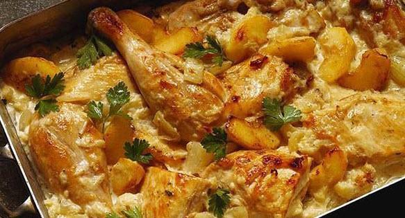 پخت خوراک مرغ و سیب زمینی بهمراه استفاده از برگ بو