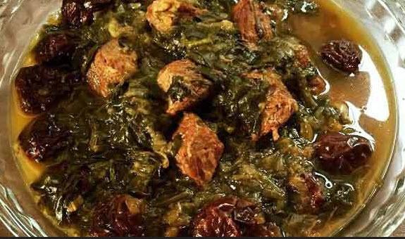 طرز تهیه خورش آلو با گوشت گوسفندی و آویشن معطر