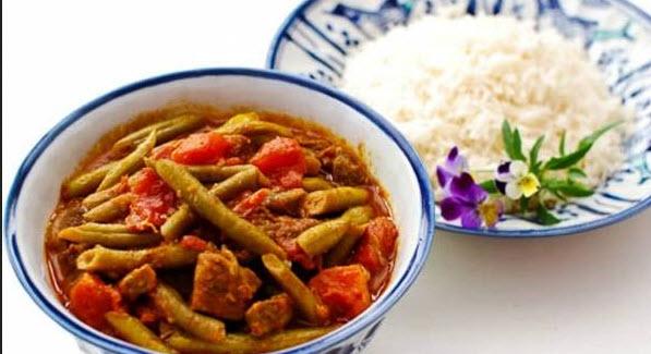 پخت خورش لوبیا سبز با گوشت بهمراه استفاده از سیر