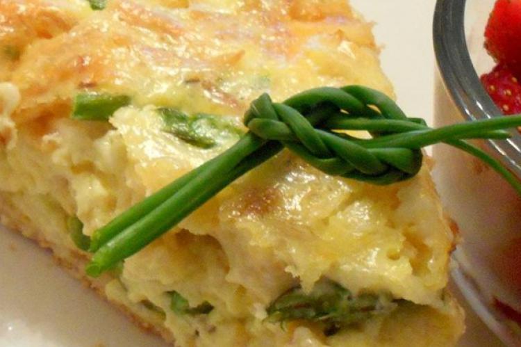 پخت کوکو مارچوبه و موسیر همراه با سبزیجات معطر
