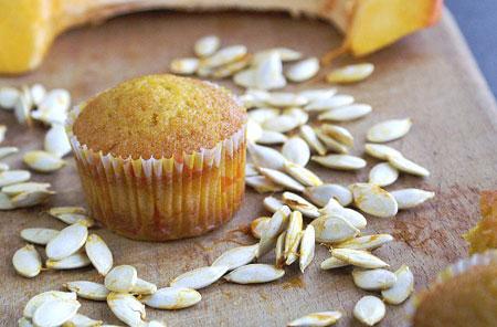 طرز تهیه ماگ کیک کدو حلوایی در مایکروفر و استفاده از وانیل فراوان