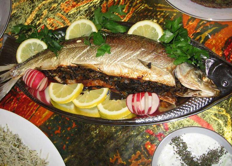 طرز تهیه ماهی قزل آلا شکم پر با تمر هندی و گشنیز