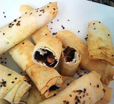 دستور پخت نان خرمایی با خمیر یوفکا همراه با کنجد