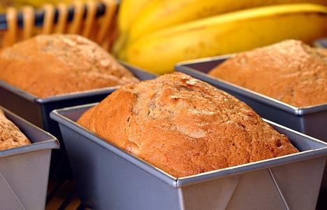 طریقه پخت نان موز با استفاده از خامه ترش