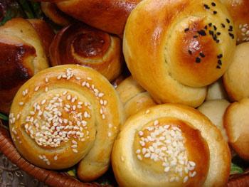 چگونه نان مخصوص صبحانه و عصرانه را در منزل و براحتی تهیه کنیم؟