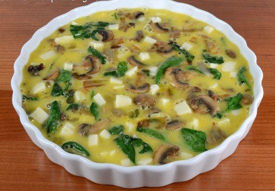 پخت املت قارچ و پنیر همراه با اسفناج