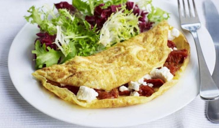 پخت املت سبزیجات پنیری همراه با پیازچه و فلفل دلمه ای