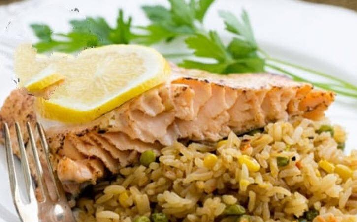 پلو مخلوط نخود و ذرت با ماهی را با روش زیر تهیه کنید!