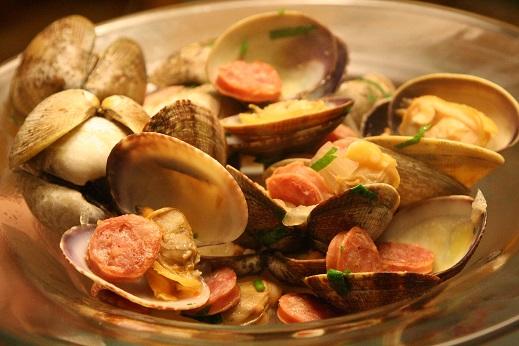 طرز تهیه گوش ماهی با سوسیس و نخود یک غذای دریایی عالی