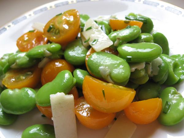 درست کردن سالاد باقالی و پنیر همراه با سبزیجات گرم