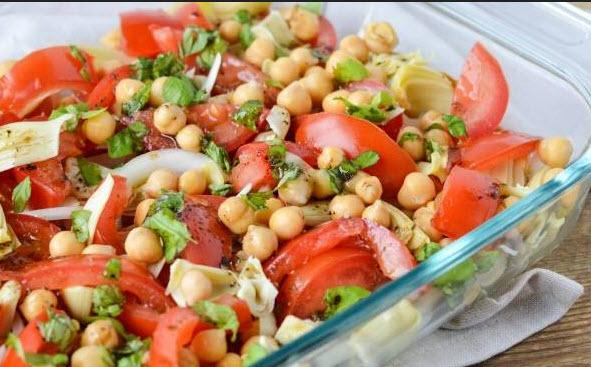 چگونه سالاد نخود و گوجه فرنگی رژیمی را در منزل تهیه کنیم؟