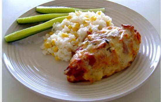 چگونه سينه مرغ با پنير در فر را با زعفران تهیه کنیم؟