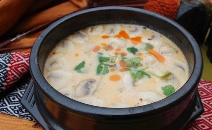 پخت سوپ قارچ و نودل خامه ای ویژه یک پیش غذای رسمی