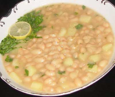 پخت سوپ لوبیا سفید و سیب زمینی همراه با رب گوجه فرنگی